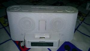 Sony alarm i pod,i phone dock with fm, line in good condotion