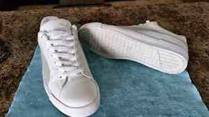 Like new Puma Canvas shoes  Cambridge Kitchener Area image 2