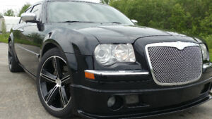 CHRYSLER 300C HEMI 5.7L BEAUCOUP D'EXTRAS Plus de 10,000$