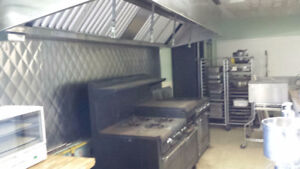 LARGE  COMMERCIAL  KITCHEN  TO  LEASE ..NIAGARA FALLS..