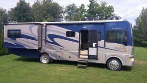 Motorhome RV Fleetwood Bounder on Ford F550 base