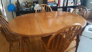 Roxton Maple Table And Chairs Kijiji Free Classifieds in