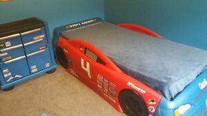 Car bed and dresser (bought at ToysRus) in very good condition