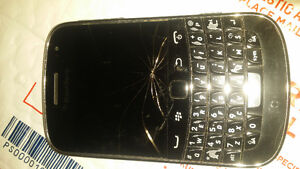 BLACKBERRY BOLD 9900 UNLOCKED WITH CRACK SCREEN WORKING WELL IN