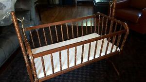 Nice baby cradle $40