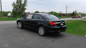 CHRYSLER 200 In MINT condition 2012
