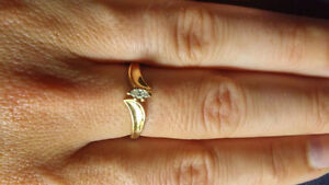 Size 6.5 10k yellow gold ring with diamond