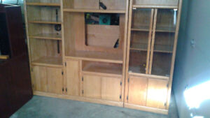 ENTERTAINMENT / DISPLAY CABINET