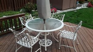 WROUGHT IRON PATIO SET WITH UMBRELLA AND 4 CHAIRS