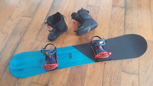 """""""Ride"""" Snow board and boots - size 10"""