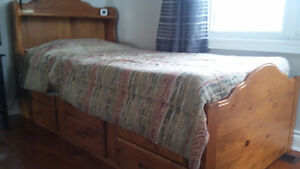 SINGLE CAPTAIN'S BED WITH BOOKCASE HEADBOARD AND 6 DRAWERS