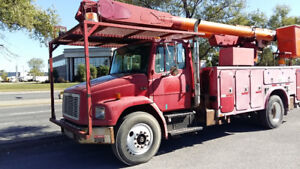 2000 Freightliner FL70 double basket telelift w/Altec AM65