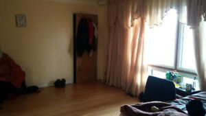 SHARING ROOM HAMILTON/MOHAWK COLLEGE AVAILABLE