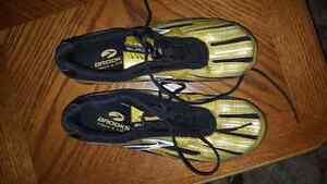 Brooks track shoes Windsor Region Ontario image 1