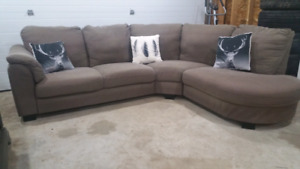 Beautiful sectional can deliver / meet
