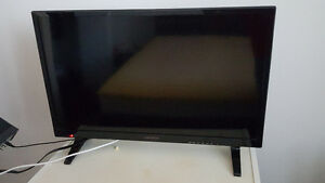 Insignia 28'' LED TV