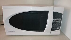 """Danby"" Microwave Oven 1000W"