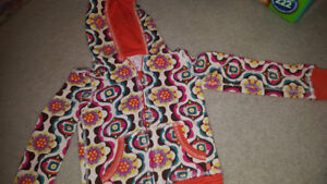 Size 4t hoodie euc *REDUCED *