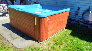 Hot tub, complete, can be seen running