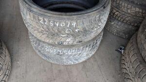 Pair of 2 Bridgestone Blizzak LM32 225/40R19 WINTER tires (55% t