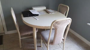 Eat-in kitchen table and chairs
