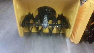 "ELECTRIC START 22"" SNOWBLOWER SELF PROPELLED 5 FORWARD 2 REVERSE"