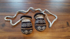 Uni-sex infant wool mittens