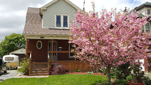 Cozy, Quaint Home in Niagara Falls looking for new owners