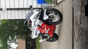 Red and silver cbr600f4i Windsor Region Ontario image 2