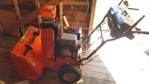 ARIENS COMPACT 22INCH SNOWBLOWER LIKE NEW