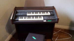 Bontempi organ. Very good condition.