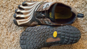 Vibram 5 finger size 10.5 nearly new