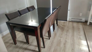 Selling 6 Seater Dining Table in Excellent condition with Chairs