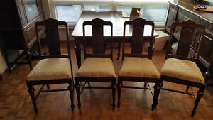 Antique Dinning Room Set Made By Knechtel Furniture