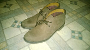 Clarks boots size 9.