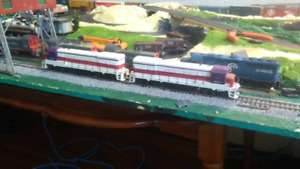 "Athearn U33B ""Auto Train"" locomotives"