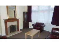 Double en-suite room in 3 bed house share near Streatham Common Train Station INC all bills WiF