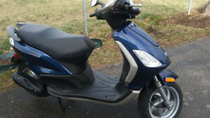 2009 Vespa Piaggio Fly 50 gas scooter