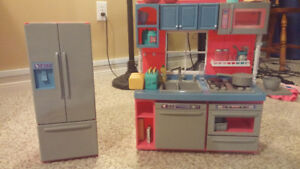 Journey girl kitchen. New condition. All pieces present.