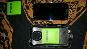 Samsung Galaxy S4 with Trident charging case