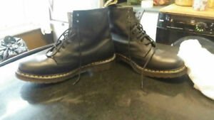 DOC MARTEN BOOTS. LIKE NEW
