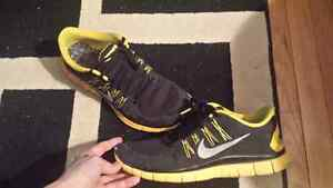 Yellow/Black Livestrong Nike Mens Shoes 12.5 (Used)