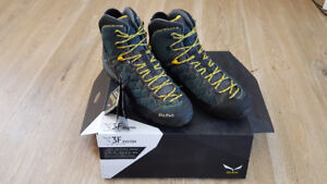 Salewa hiking boots US11.5