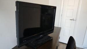 """Toshiba 26AV502R 26"""" 720p HD LCD Television"""