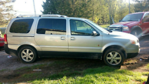 2005 Saturn Relay Uplevel Minivan, Van