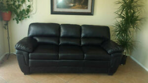 BLACK LEATHER SOFA IN GOOD CONDITION. FREE DELIVERY
