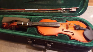 1/4 VIOLIN WITH BOW & CARRYING CASE GOOD CONDITION