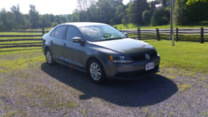Must sell 2011 Volkswagen Jetta! Moving out of province
