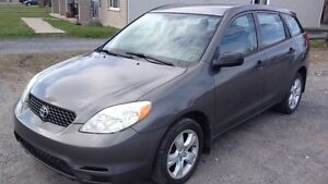 2004 Toyota Matrix.   CLEAN. AC.  DOOR LOCK. MAGS.  2995$