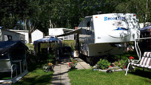 Fifth Wheel Brookside